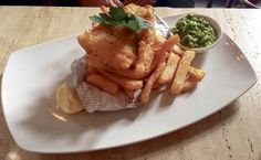 Fish and Chips s hráškovým pyré
