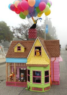 disney up house for kid Cute Crafts, Crafts For Kids, Disney Up House, Halloween Window, Trunk Or Treat, Disney Theme, Home Design Plans, Diy Projects, Pixar