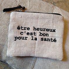 Avec un petit texte au choix qui fait du bien... Fermeture à glissière. Petit lien en cuir. Doublure intérieure en coton écru. Chanvre ancien. Dim....