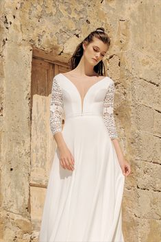 Wedding and evening dress manufacturer. Find out our new collection now! Always up to date dresses Date Dresses, Bridal Dresses, Wedding Gowns, Formal Dresses, Royal Look, Greece Wedding, Illusion Neckline, Lace Sleeves, Bridal Collection