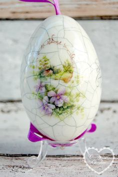 Easter Egg Pysanka Easter Decoupage Shabby by DecorativeGarden Egg Crafts, Easter Crafts, Egg Rock, Decoupage, Egg Shell Art, Easter Egg Designs, Flower Cart, Easter Flowers, Cottage Art