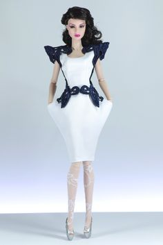 set7. Sonia (FR2) include: dress, openwork mantle, purse, bracelet, tights, shoes