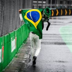 Felipa Massa finishes his final Brazilian GP on foot Finish Him, Emotional Rollercoaster, Roller Coaster, Formula 1, Grand Prix, F1, It Is Finished, Roller Coasters
