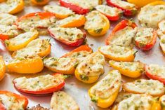 Got your next young lady's night/wine-night-acting like a-book-club/film night/genuine any event must-attempt absolutely irresistible little hors d'oeuvre formula – Bacon and Goat Cheese Stuffed Sweet Pepper Poppers (kicking the bucket! Mini Sweet Peppers, Cheese Stuffed Peppers, Stuffed Sweet Peppers, Yummy Appetizers, Appetizers For Party, Appetizer Recipes, Appetizer Ideas, Party Snacks, Mini Paprika