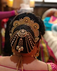 10 Creative Ways to Accessorize Your Hair-buns With Jewellery! Bridal Hairstyle Indian Wedding, Bridal Hair Buns, Indian Wedding Hairstyles, Bride Hairstyles, Pretty Hairstyles, Amazing Hairstyles, Hairstyle Ideas, Updo Hairstyle, Beyonce