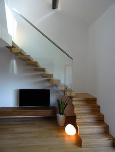 Escalier design Linea, avec marches et c. Open Stairs, Floating Stairs, Under Stairs, Stairs In Living Room, House Stairs, Staircase Design Modern, Escalier Design, Boutique Homes, Metal Homes