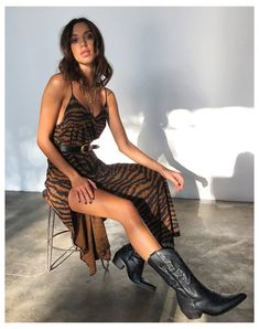 Mode Outfits, Dress Outfits, Casual Outfits, Fashion Outfits, Womens Fashion, Cowboy Boot Outfits, Dresses With Cowboy Boots, Cowboy Outfits For Women, Cowboy Boots Women
