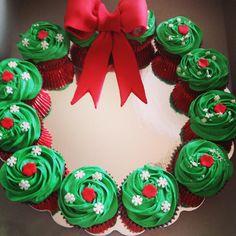 Christmas wreath cupcakes  Qscupcakes.webs.com