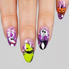 Nightmare Before Christmas Nails With Glitter ❤ 50 Halloween Nails: Spook Designs to Terrify and Delight Your Friends Disney Halloween Nails, Halloween Acrylic Nails, Disney Nails, Scary Halloween, Holloween Nails, Scary Scary, Halloween Ideas, So Nails, Cute Nails