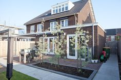 Nieuwbouwwoning: tuininspiratie achtertuin Balcony Garden, Organic Gardening, Garden Design, New Homes, Sweet Home, Home And Garden, Backyard, Interior Design, Architecture