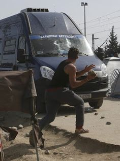 Paralia News- (Breaking News): Σοβαρά επεισόδια με πρόσφυγες και αστυνομικούς!