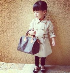 My Dream Bag Collection! Holy cow, I'm gonna love this site. Oh how cute is this little girly fashionista Fashion Kids, Womens Fashion Uk, Latest Fashion For Women, Look Fashion, Fashion Flats, Street Fashion, Fashion Online, Italian Women Style, French Women Style