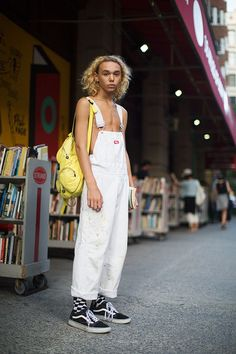On the Street…East Twelfth St., New York (The Sartorialist) - empfohlen von First Class and Milan Fashion Weeks, New York Fashion, London Fashion, Skater Girl Style, New York Street Style, Androgynous Fashion, Sartorialist, Photo Instagram, Korean Fashion