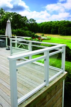 Befintligt träräcke | Vetro Group AB Balcony Glass Design, Balcony Railing Design, Veranda Railing, Deck Railings, Railing Ideas, Outdoor Balcony, Outdoor Decor, Balcony Ideas, Shed Homes