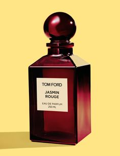 Tom Ford Jasmin Rouge - Voluptuous, sensuous, audacious, a saturated, spiced floral. An unexpected blend of precious sambac jasmine sepals absolute, an ingredient never used before in perfumery with dusky clary sage and rich spices, it unveils a new facet of jasmine's erotic decadence. Jasmin Rouge is as audacious as lacquered red lips. Its deep red bottle evokes lush and hedonistic glamour.