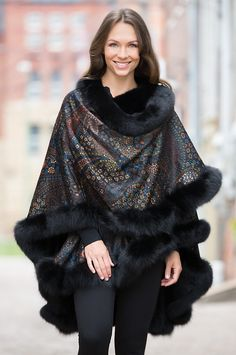 Our Eleanor cashmere cape is the pride of your fashioned wardrobe, delivering luxurious warmth in a surprisingly lightweight cape.