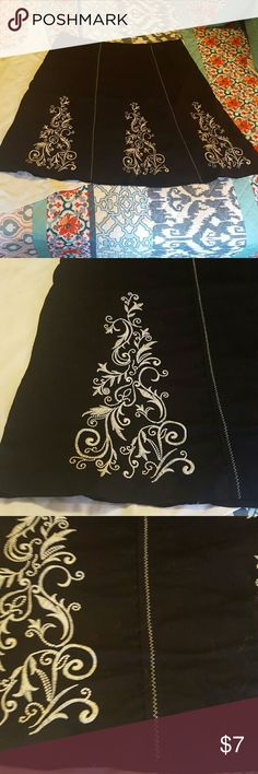 George plus sz. 18 mid length skirt This is a cute mid-length skirt has a black lining underneath and a cute design front and back as a zipper on the side with a hook and eye closure also plus size 18 from George George Skirts Midi