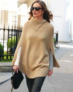 Mantella di maglia beige