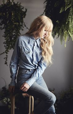 Denim blouse, high waisted jeans