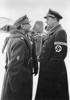 Reichsminister für Bewaffnung und Munition-Reich Rüstung und Kriegsproduktion (Reichminister for Armaments and War Production) Albert Speer und General der Gebirgstruppe Generaloberst Eduard Dietl