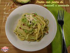 La pasta con pesto di broccoli e avocado è un primo piatto sanissimo, cremoso e incredibilmente goloso. Si prepara in pochi minuti con pochissimi condimenti