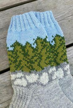 Taikutti: Metsäkivillä -sukat Knit Socks, Knitting Socks, Knitted Hats, Mittens, Winter Hats, Fashion, Amigurumi, Socks, Breien