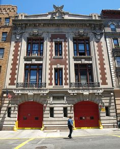 E084 FDNY Firehouse Engine 84 & Ladder 34, Washington Heights, New York City by jag9889, via Flickr shared by NYC Firestore