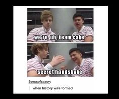 "This should be in the history books<< centuries from now kids will be quoting the great Michael of ""I'll do what I want IM punk rock"" 5sos Funny, 5sos Memes, 5secondsofsummer, History Books, History Class, 1d And 5sos, Luke Hemmings, Derp, Cool Bands"