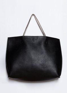 the simplicity of this tote is refreshing