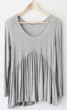 Keep it cozy all day with this grey top! Free shipping&easy return! This ruffle hem top gonna be your fave! Add it to your wardrobe Now!