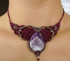 Collar de macramé con mucha fuerza, colores apasionantes.  macrame, collar, joyas, regalos, artesanía