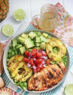 Ensalada de pollo, piña y aguacate