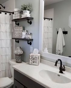 Black Shower rod, faucets, shower head and shelves with the black pipes 47 Amazing Guest Bathroom Makeover Ideas Toilette Design, Restroom Remodel, Remodel Bathroom, Tub Remodel, Shower Remodel, Black Shower, Bathroom Renos, Bathroom Storage, Bathroom Renovations