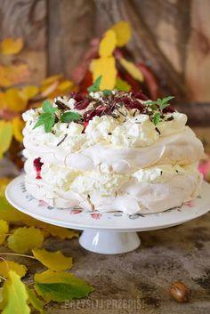 Tort bezowy z konfiturą wiśniową i gorzką czekoladą Orange Recipes, Sweet Recipes, Cake Recipes, Dessert Recipes, Meringue Pavlova, Homemade Biscuits, Cakes And More, Christmas Baking, No Bake Cake