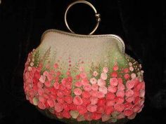 felt bag by Yulia - Wonderful bag covered with all those sweet pink flowers. Felt Purse, Coin Purse, Felt Bags, Embroidery Bags, Vintage Purses, Vintage Bags, Vintage Handbags, Beaded Bags, Felt Flowers