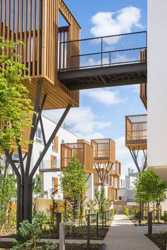 Completed in 2017 in Romainville, France Images by Sergio Grazia Fragmentation of built mass opens the way for a continuity with the surrounding context and the creation of visual perspectives, making this city - architecture Landscape Plans, Landscape Design, Urban Landscape, Architecture Résidentielle, Classical Architecture, Sustainable Architecture, Modernisme, Residential Complex, Apartment Complexes