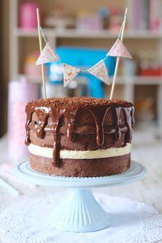 Naked Cake com recheio de brigadeiro e 4 leites - Danielle Noce
