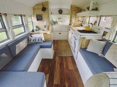 Best Interior Design for Bus Rv Conversion - Architecturehd Motorhome, Kombi Home, Bus House, Tiny House, Bus Living, Caravan Renovation, Camper Van Conversion Diy, Remodeled Campers, Best Interior Design