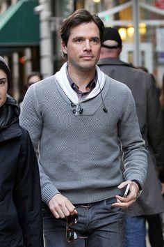 Matthew Settle Matthew Settle, Gossip Girl, Shirt Dress, T Shirt, Men Sweater, Stars, Sweaters, Mens Tops, Dresses
