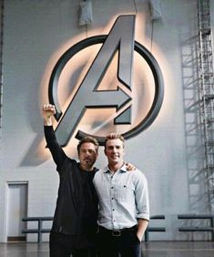 Chris Evans and RDJ on the set of Avengers 4 - Marvel Universe Captain Marvel, Marvel Avengers, Marvel Comics, Hero Marvel, Marvel Man, Avengers Cast, Man Thing Marvel, Marvel Actors, Stony Avengers