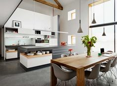 Every inch of this Poggenpohl kitchen has been considered to fit perfectly with the modernity of the rest.