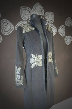 igéző viselet varázsa Folk Fashion, Winter Fashion, Womens Fashion, Hungarian Embroidery, Textiles, Cotton Silk, Embroidered Dresses, Kimono Top, Menswear