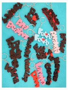 Chaveiros com nomes em biscuit