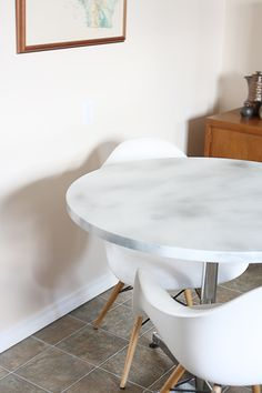 DIY Marble Top Table: Cheap easy economical spray paint white, gray, and gloss