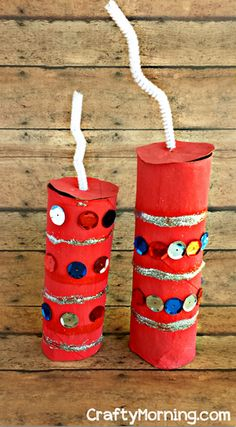 Have your kids make this fun toilet paper roll firecracker craft for the of July or Memorial Day! It's an easy art project to do and you only some supplies. Patriotic Crafts, Patriotic Decorations, July Crafts, Cardboard Box Crafts, Toilet Paper Roll Crafts, Paper Crafts, Cardboard Tubes, Preschool Crafts, Crafts For Kids