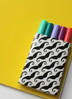 18o Dia – Oficina de férias virtual:Mini porta lápis de Duck Tape Passo a passo de um mini porta lápis fácil de fazer. Acesse o site materniarte
