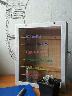 Alcancía de madera, hecha a mano, con ventana de cristal, para escribir lo que tu imaginación pueda darte