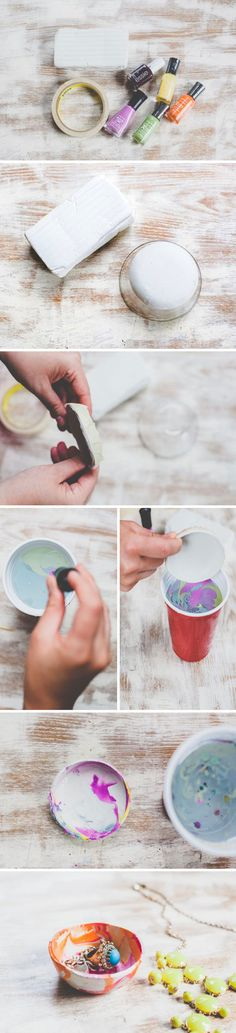 DIY :: marbled mini bowls tutorial ( http://papernstitchblog.com/2013/04/23/make-this-mini-marbled-decorative-bowls-for-mothers-day/ )