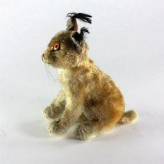 Bébé lynx en peluche vintage de marque allemande STEIFF  Pièce de collection datant des années 1950, cette peluche fera le bonheur des petits comme des grands.