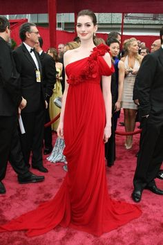 nne Hathaway When it comes to red carpet dressing, the top-notch design house Marchesa has been one of the favorites of many actresses in the recent years. Anne Hathaway looked stunning in this draped asymmetric gown in 2008. Best Red Carpet Dresses
